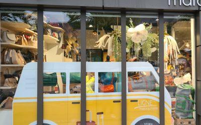 Décoration vitrine Maroquinerie – Soldes d'été