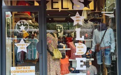 Décoration vitrine pour soldes – Commerce